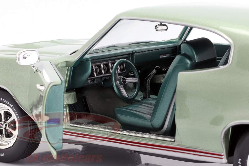 Buick Grand Sport 455 Hardtop year 1970 seamist green 1:18 AutoWorld