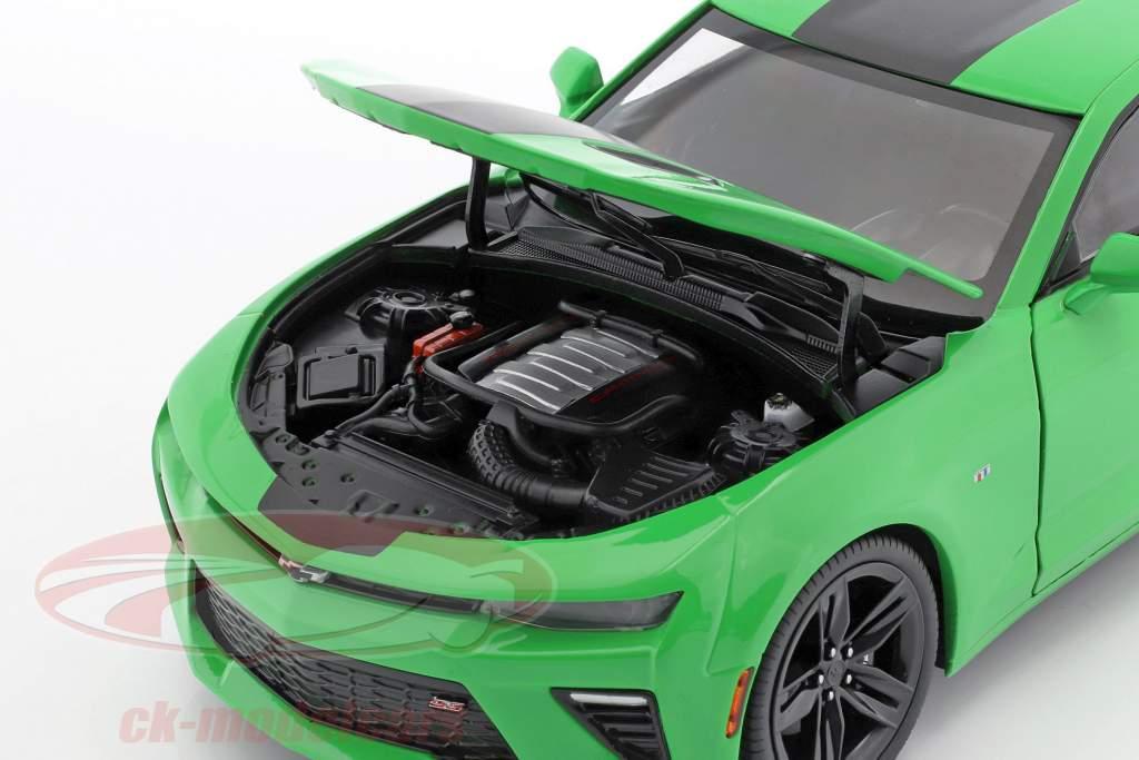 Chevrolet Camaro SS år 2017 grøn / sort 1:18 AutoWorld