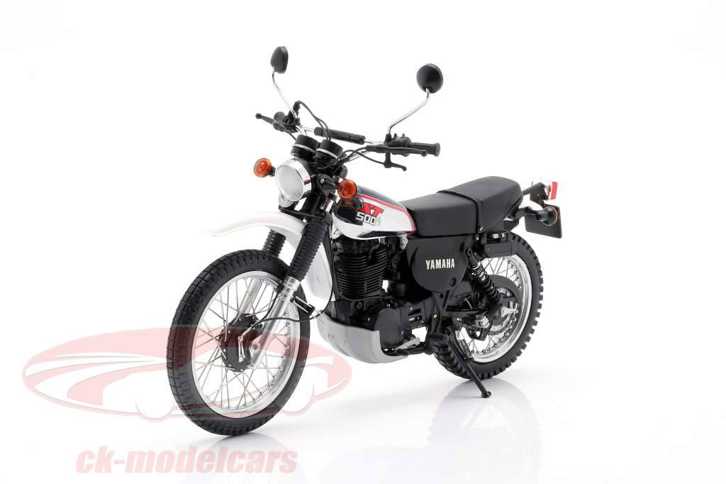 Yamaha XT 500 Bouwjaar 1986 donkerblauw / Wit 1:12 Minichamps