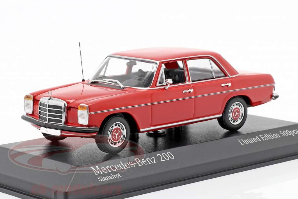 Mercedes-Benz 200D (W114/115) Bouwjaar 1968 rood 1:43 Minichamps