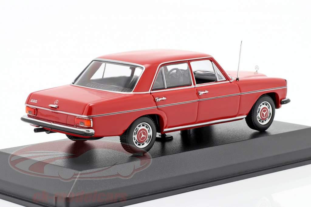 Mercedes-Benz 200D (W114/115) Byggeår 1968 rød 1:43 Minichamps