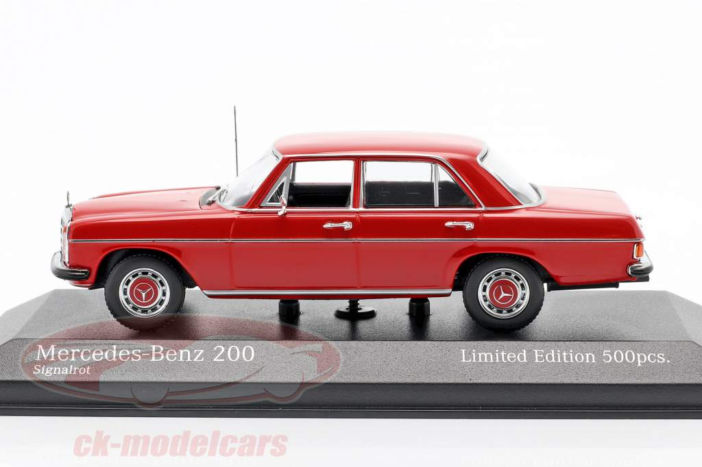 Mercedes-Benz 200D (W114/115) Anno di costruzione 1968 rosso 1:43 Minichamps