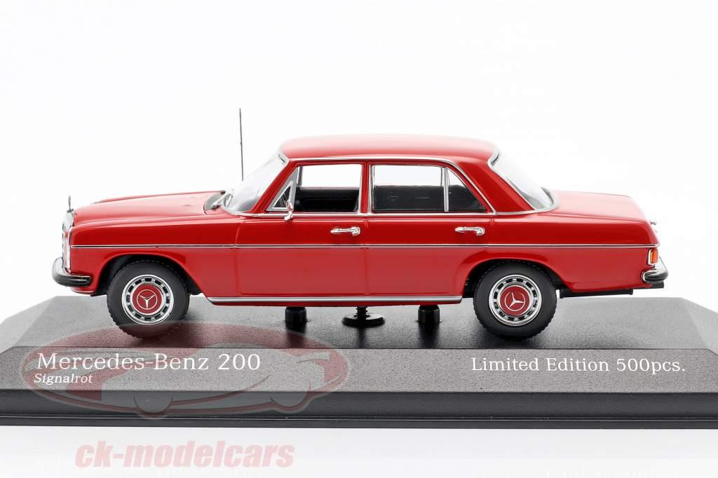 Mercedes-Benz 200D (W114/115) Ano de construção 1968 vermelho 1:43 Minichamps