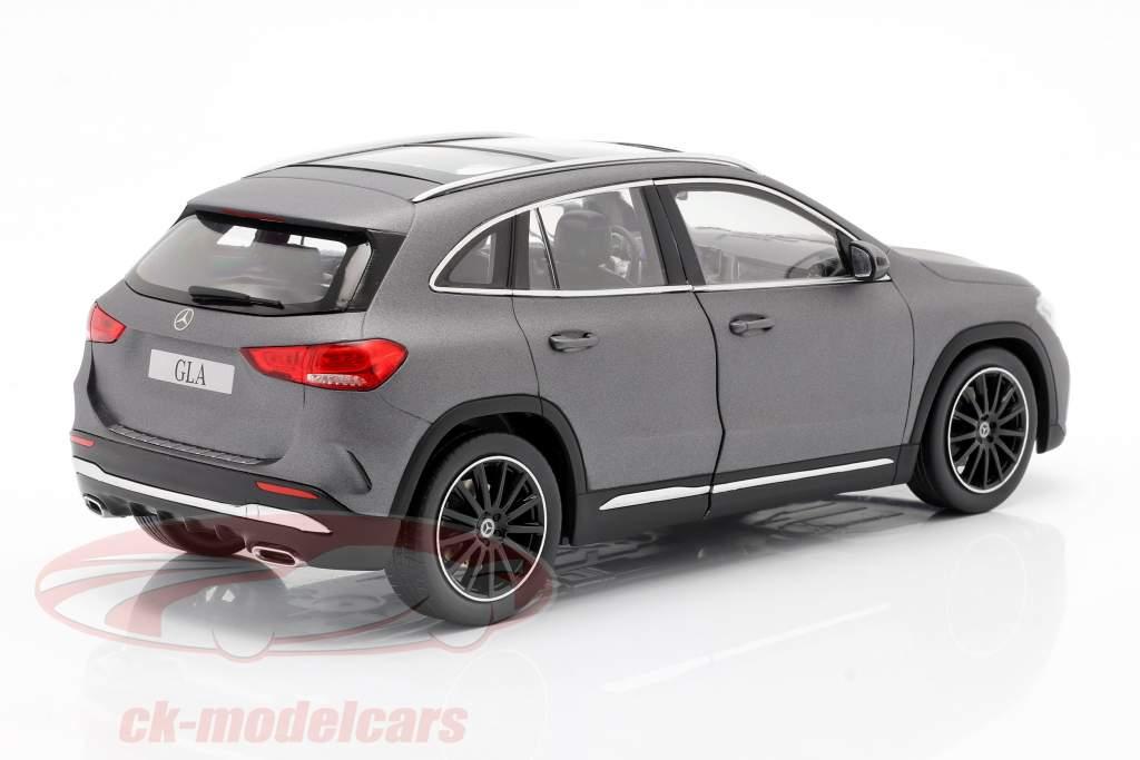 Mercedes-Benz Classe GLA (H247) Anno di costruzione 2020 grigio montagna 1:18 Z-Models
