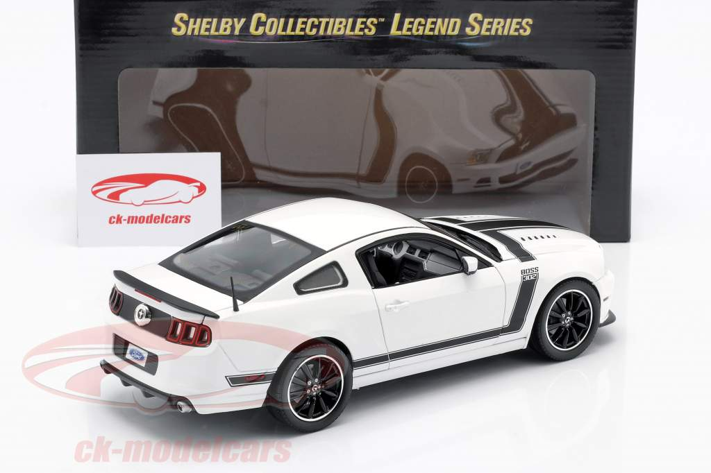 Ford Mustang Boss 302 Year 2013 white / black 1:18 ShelbyCollectibles