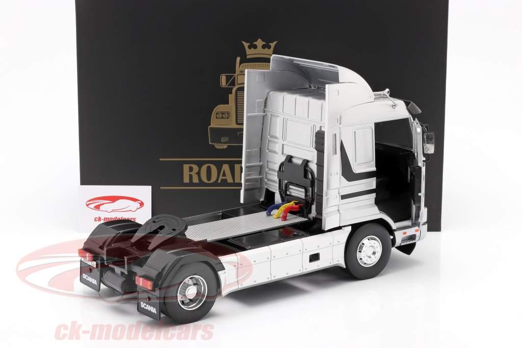 Scania 143 Streamline Vrachtwagen Bouwjaar 1995 zilver / zwart 1:18 Road Kings