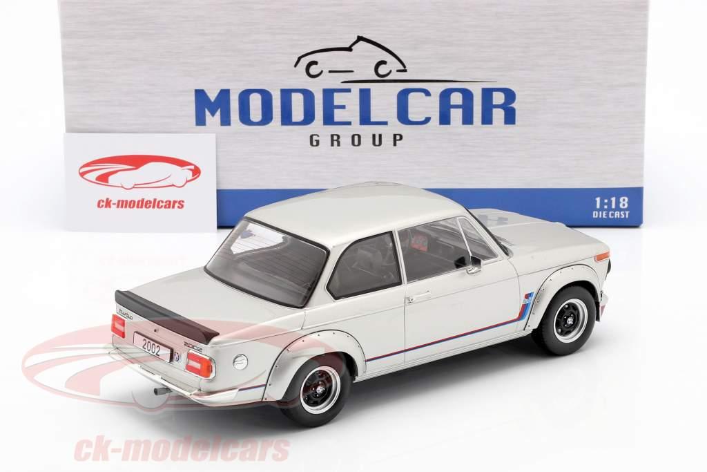 BMW 2002 Turbo (E20) Bouwjaar 1973 zilver 1:18 Model Car Group