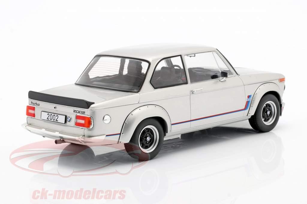 BMW 2002 Turbo (E20) Byggeår 1973 sølv 1:18 Model Car Group
