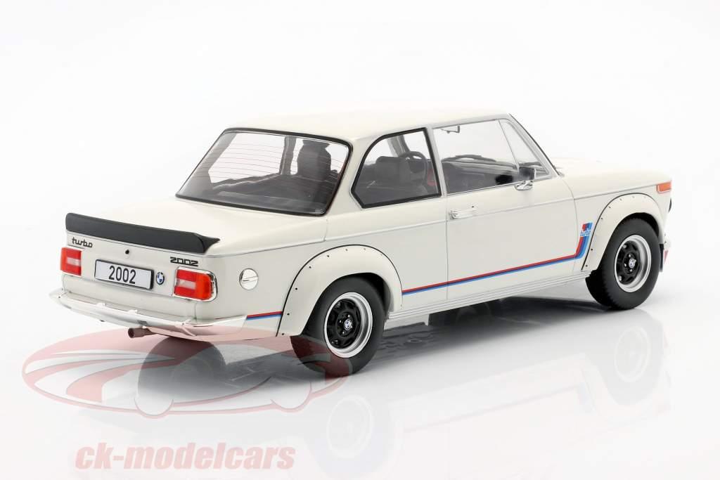 BMW 2002 Turbo (E20) Baujahr 1973 weiß 1:18 Model Car Group