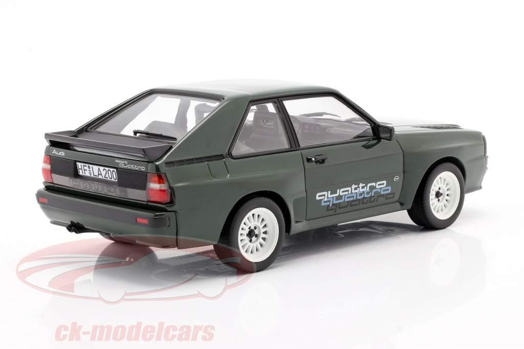 Audi Sport Quattro Med quattro mærkat Byggeår 1985 mørkegrøn 1:18 Norev