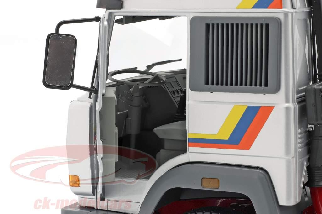Iveco Turbo Star Truck Bouwjaar 1988 zilver 1:18 Road Kings