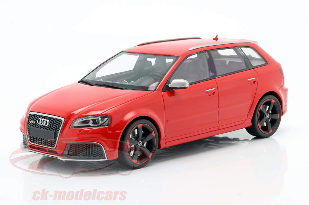 Audi RS 3 Baujahr 2011 rot / schwarze Felgen 1:18 DNA Collectibles