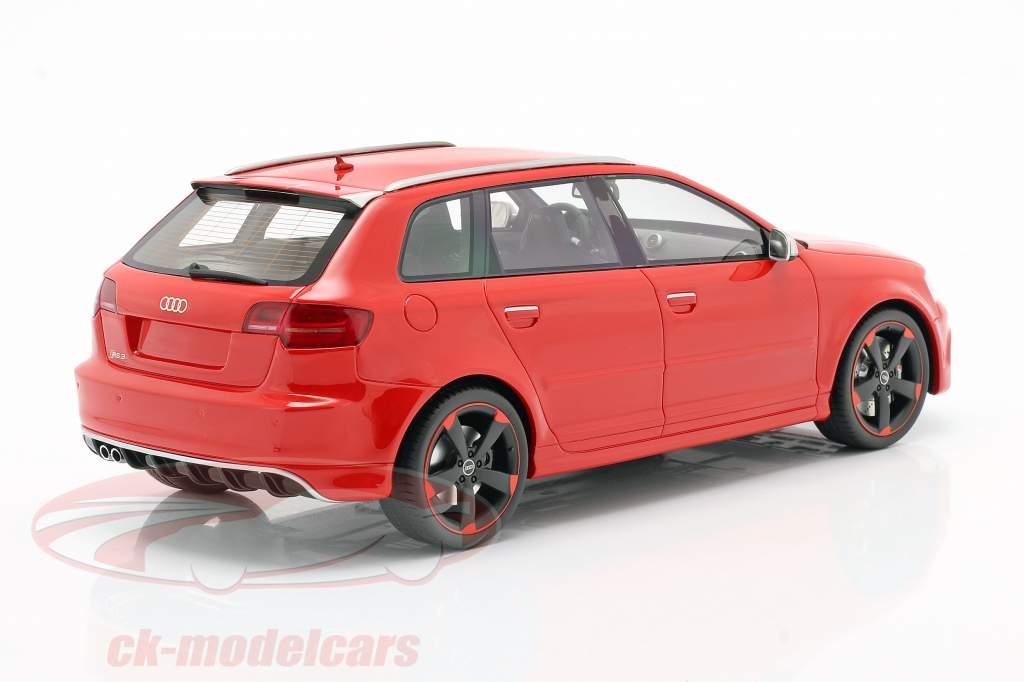 Audi RS 3 Byggeår 2011 rød / sort fælge 1:18 DNA Collectibles