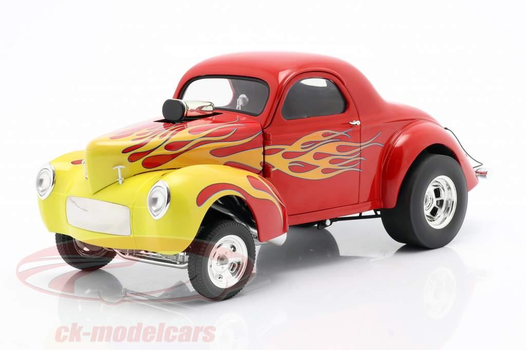 Willys Gasser Bouwjaar 1941 rood met vlammen 1:18 GMP