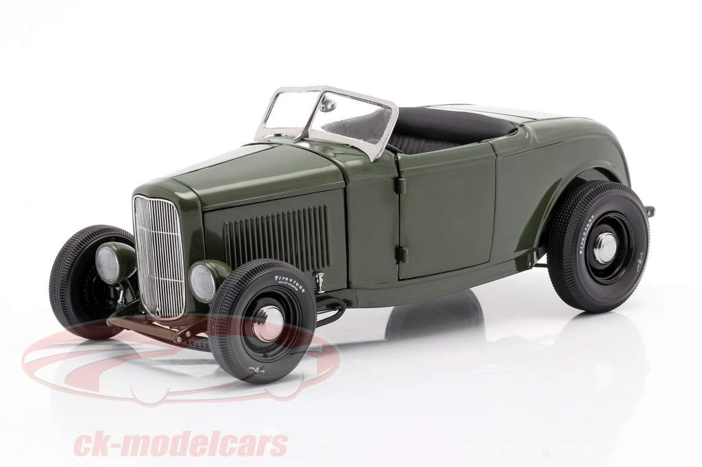 Ford Roadster year 1932 Green with Envy dark green / black 1:18 GMP