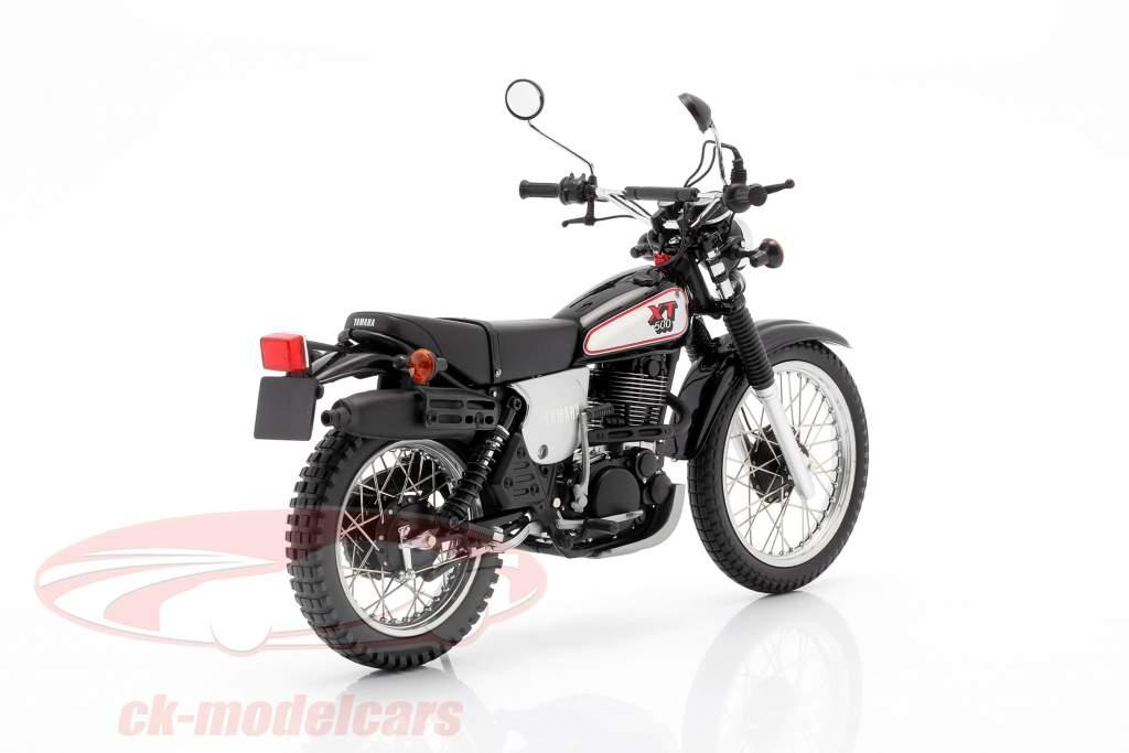 Yamaha XT 500 Año de construcción 1988 negro / gris-plata 1:12 Minichamps