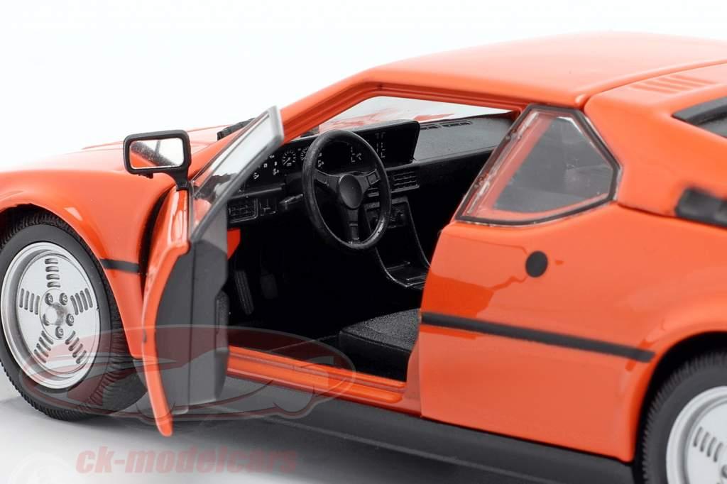 BMW M1 år 1978 orange 1:24 Welly
