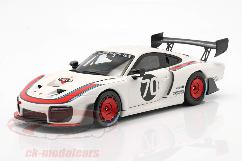 Porsche 935/19 #70 based on 911 (991 II) GT2 RS 1:18 Minichamps