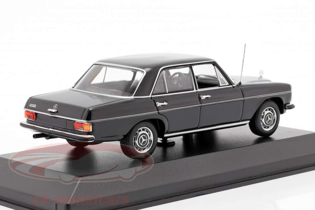 Mercedes-Benz 200D (W114/115) Ano de construção 1968 Preto 1:43 Minichamps