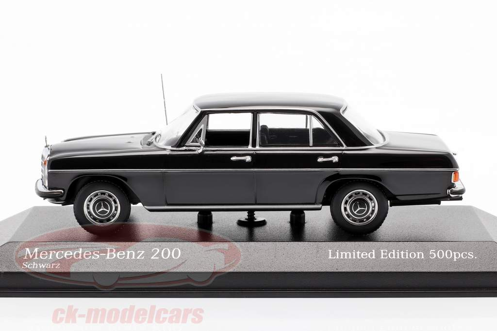 Mercedes-Benz 200D (W114/115) Année de construction 1968 noir 1:43 Minichamps