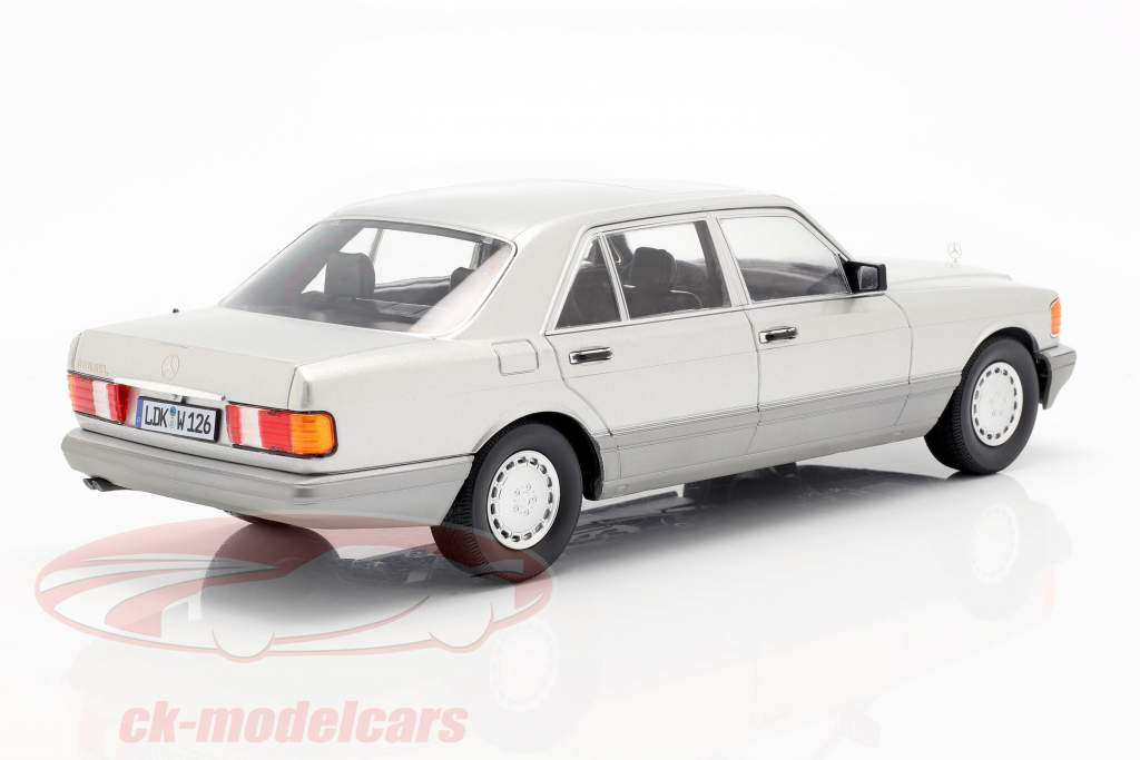 Mercedes-Benz 560 SEL S-class (W126) 1985 astral silver / grey 1:18 iScale