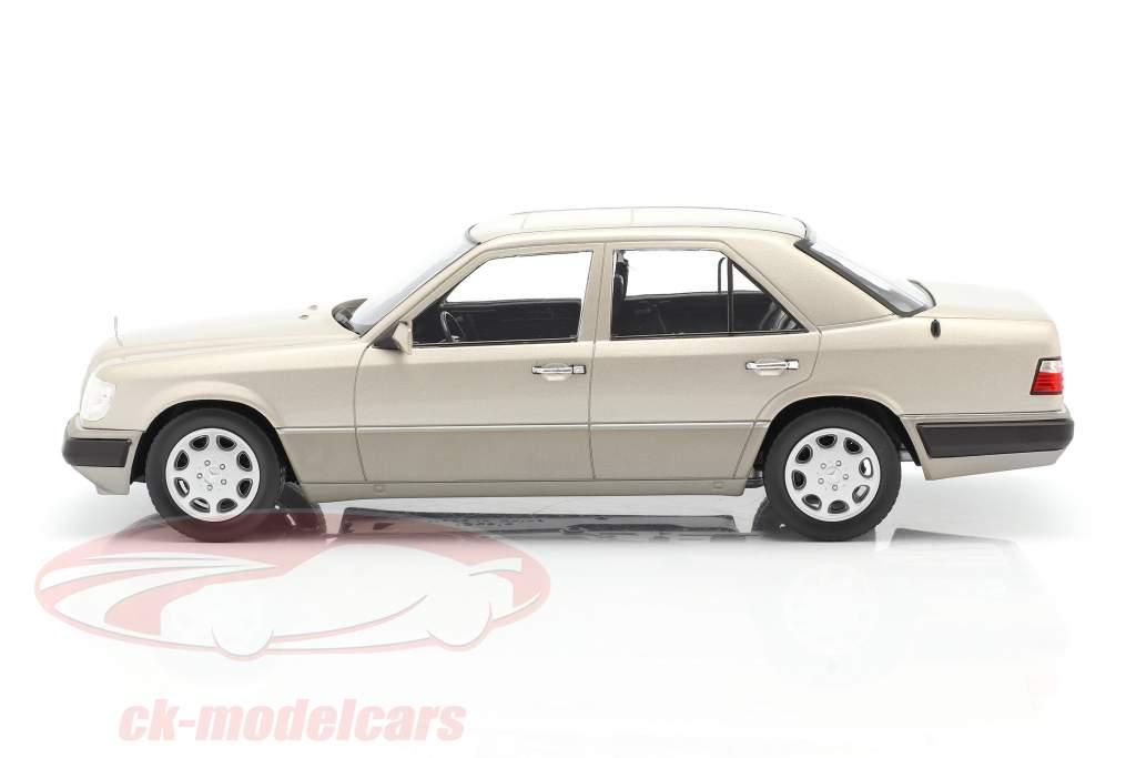 Mercedes-Benz Classe E (W124) Ano de construção 1989 prata esfumaçada 1:18 iScale