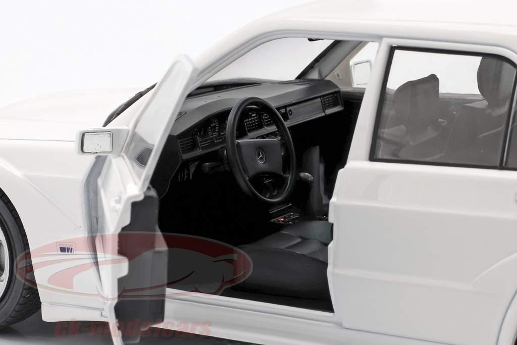 Mercedes-Benz 190E Evo 2 Année de construction 1990 blanc 1:18 Solido