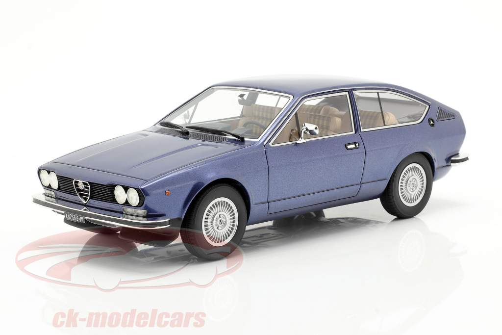 Alfa Romeo Alfetta GT Année de construction 1975 bleu métallique 1:18 Cult Scale