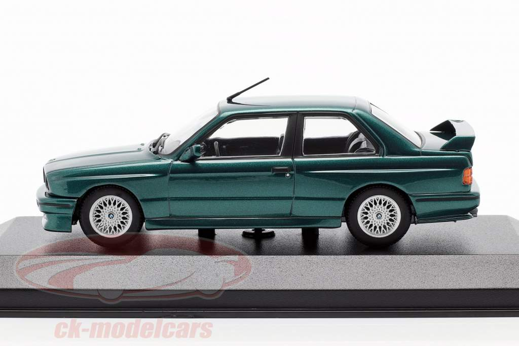 BMW M3 (E30) Byggeår 1987 mørkegrøn metallisk 1:43 Minichamps