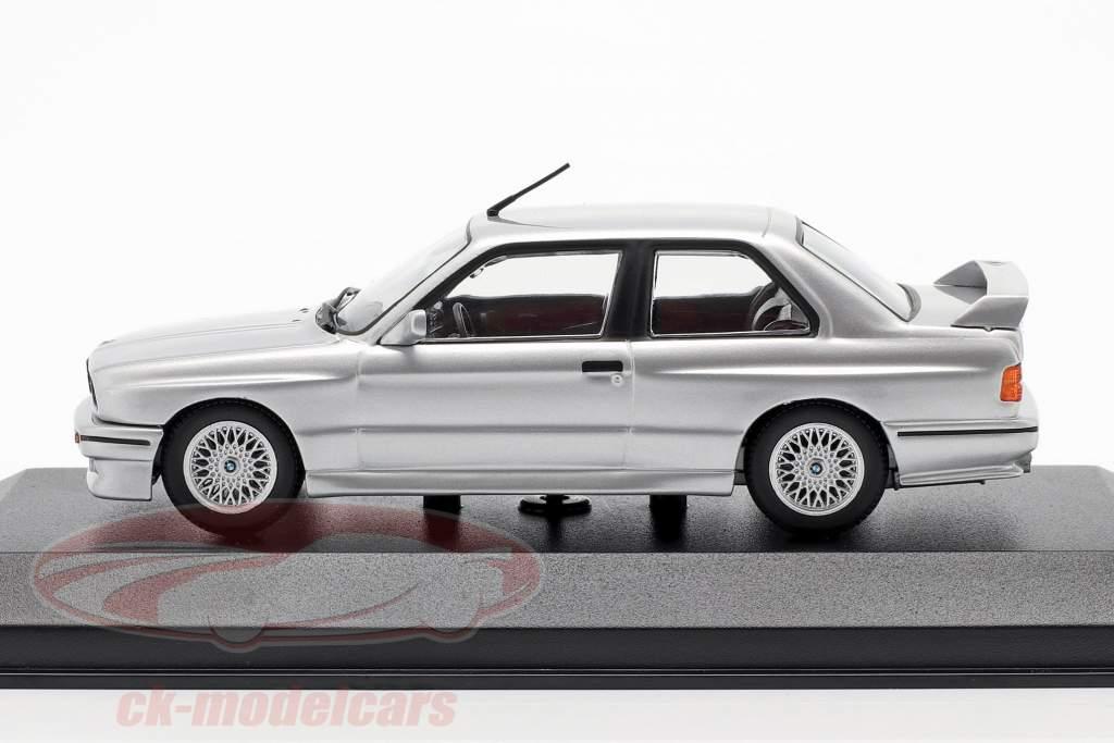 BMW M3 (E30) Bouwjaar 1987 zilver metalen 1:43 Minichamps