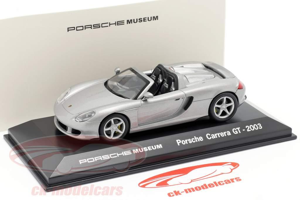 Porsche Carrera GT Jaar 2003 zilver Porsche Museum Editie 1:43 Welly