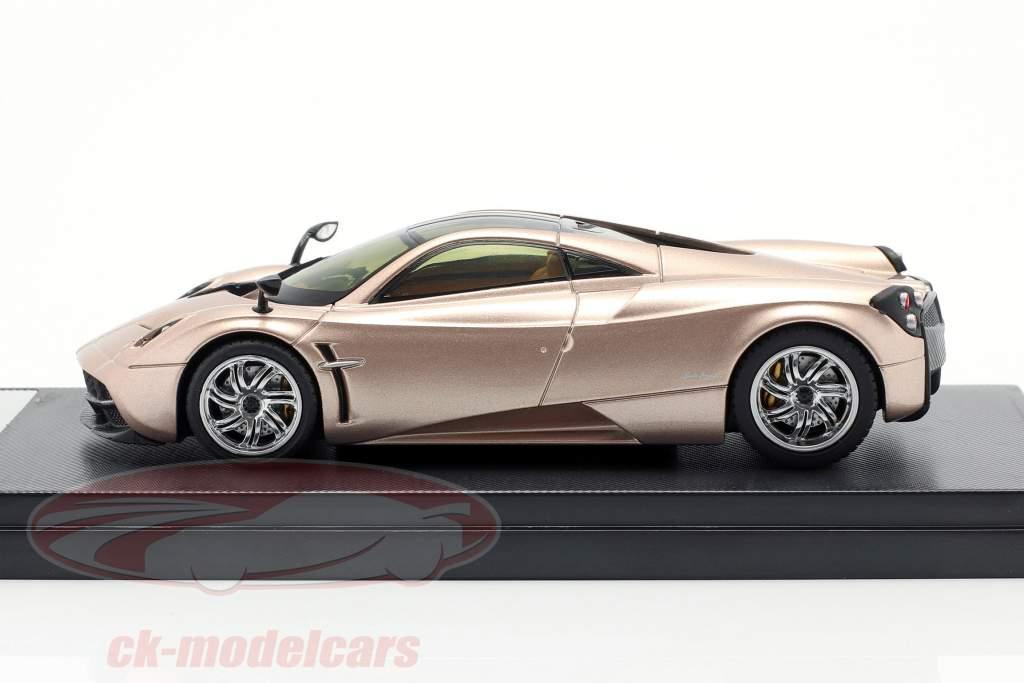 Pagani Huayra Jaar 2013 goud 1:43 Welly GTA