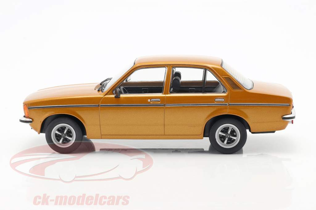 Opel Kadett C2 år 1977 guld 1:18 Triple9
