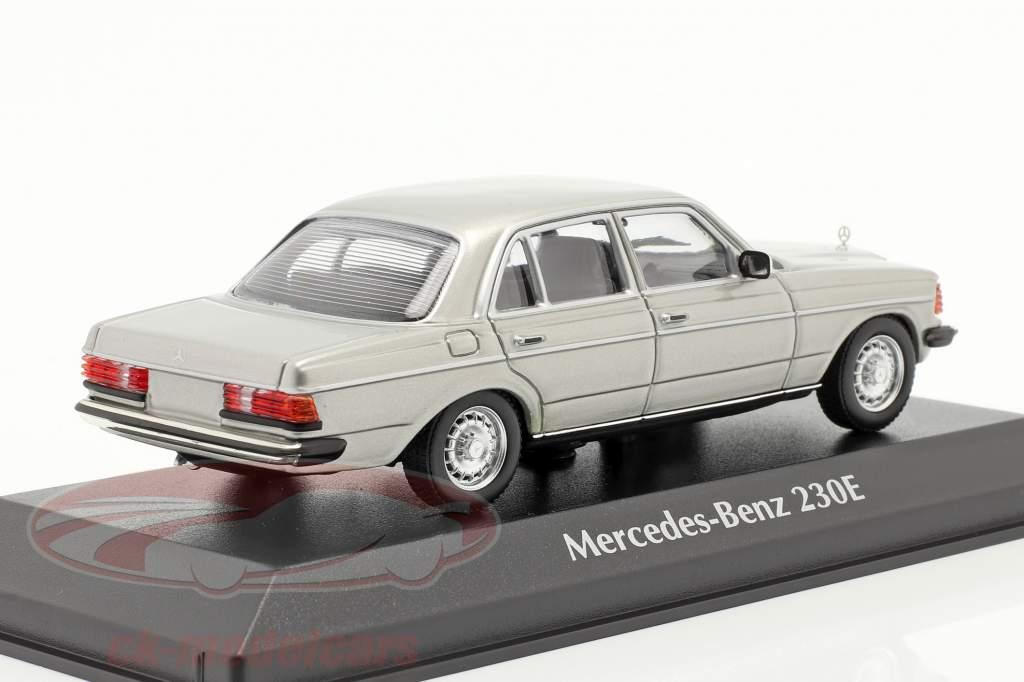 Mercedes-Benz 230 E (W123) Bouwjaar 1982 zilver 1:43 Minichamps