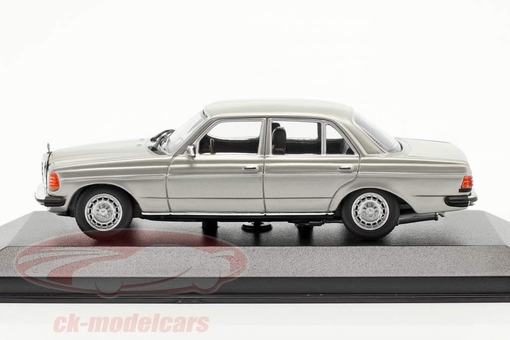 Mercedes-Benz 230 E (W123) Año de construcción 1982 plata 1:43 Minichamps