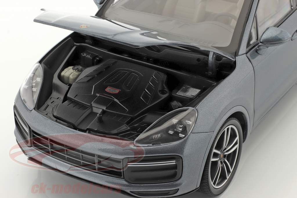 Porsche Cayenne Turbo S Bouwjaar 2017 blauw metalen 1:18 Minichamps
