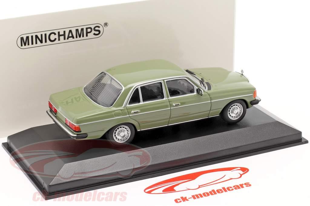 Mercedes-Benz 230E (W123) Année de construction 1982 vert 1:43 Minichamps