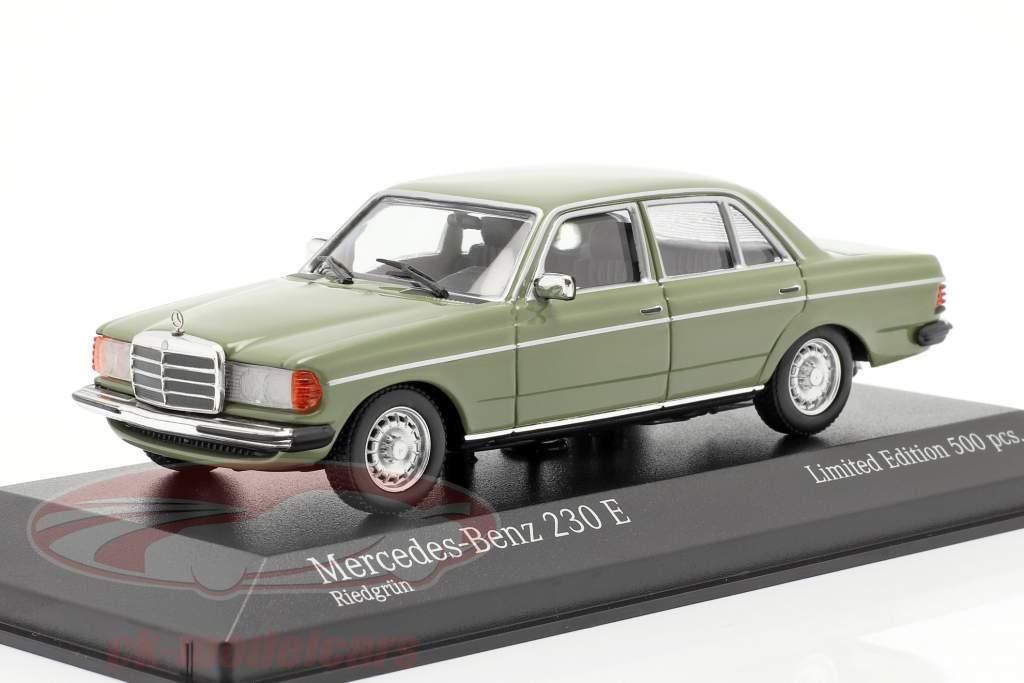 Mercedes-Benz 230E (W123) Bouwjaar 1982 groen 1:43 Minichamps