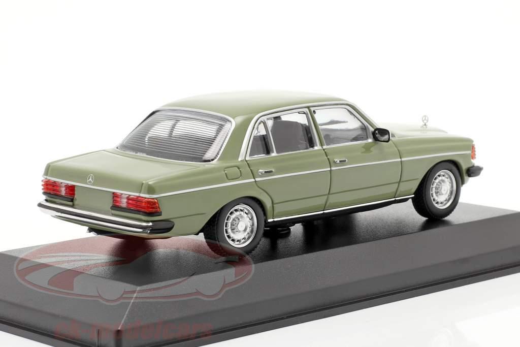 Mercedes-Benz 230E (W123) Ano de construção 1982 verde 1:43 Minichamps