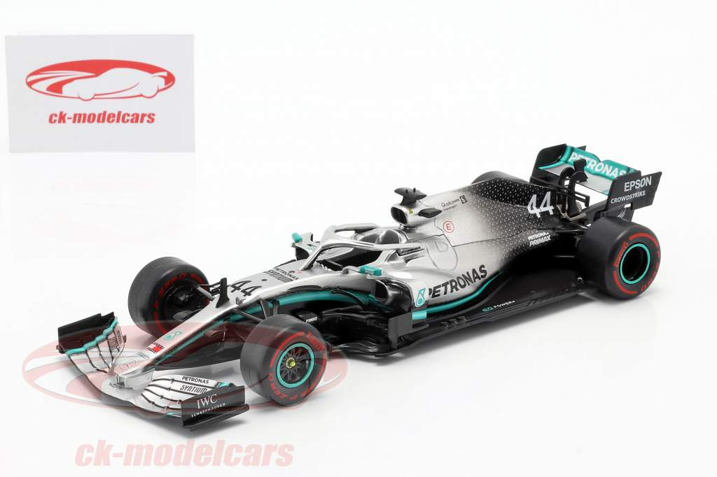 L. Hamilton Mercedes-AMG F1 W10 #44 F1 Weltmeister 2019 1:24 Premium Collectibles
