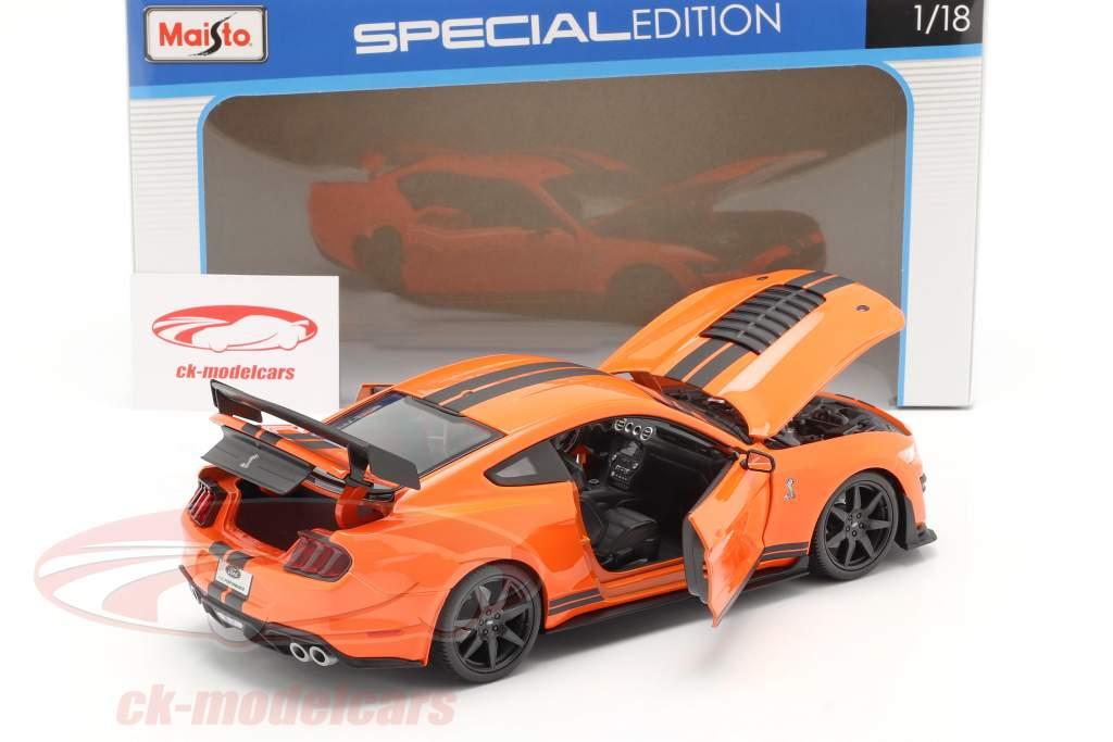 Ford Mustang Shelby GT500 Baujahr 2020 orange mit schwarzen Streifen 1:18 Maisto