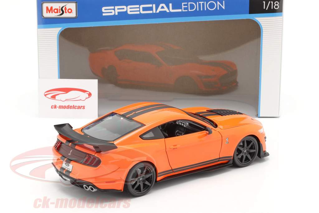Ford Mustang Shelby GT500 year 2020 orange with black stripes 1:18 Maisto