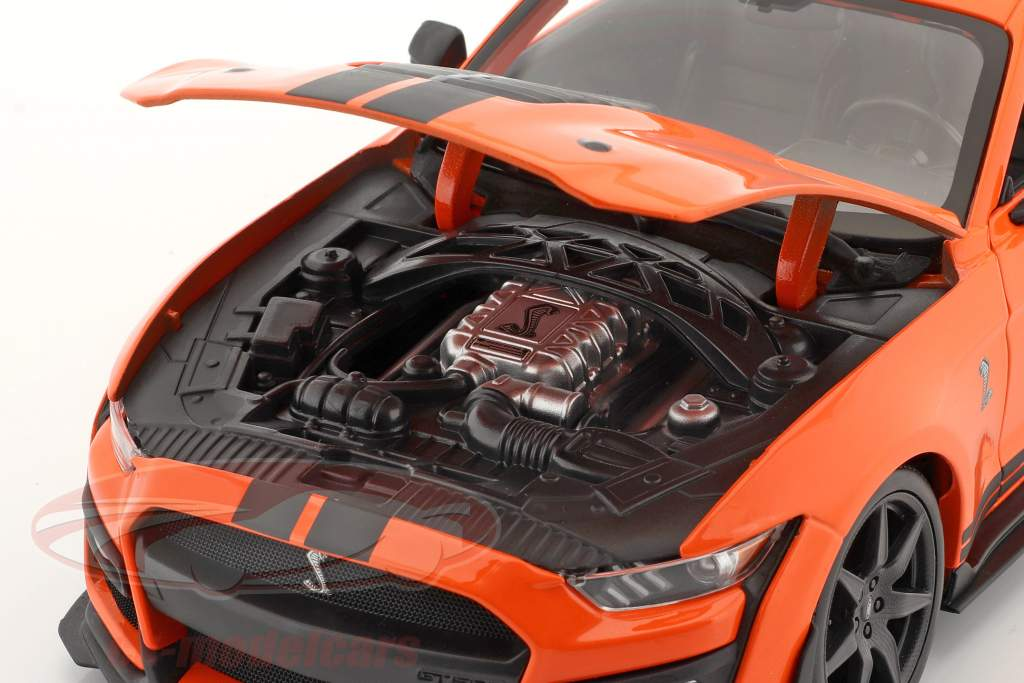 Ford Mustang Shelby GT500 år 2020 orange med sort striber 1:18 Maisto