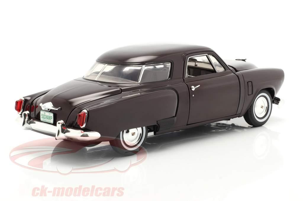 Studebaker Champion Baujahr 1951 black cherry 1:18 GMP