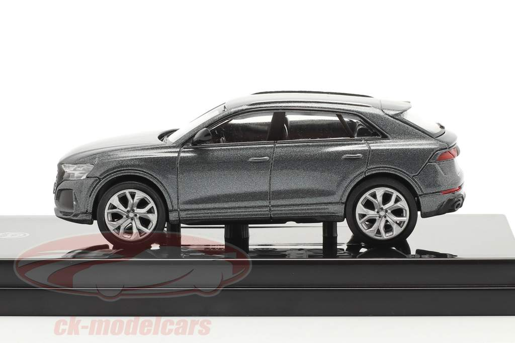 Audi RS Q8 Bouwjaar 2018 daytona Grijs metalen 1:64 Paragon Models