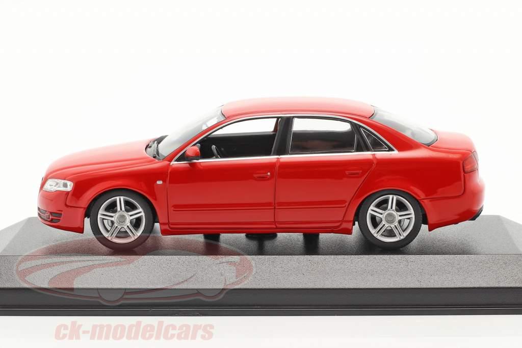 Audi A4 år 2004 rød 1:43 Minichamps