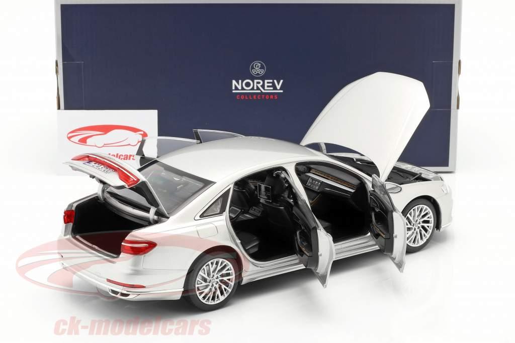 Audi A8 L Byggeår 2018 sølv metallisk 1:18 Norev