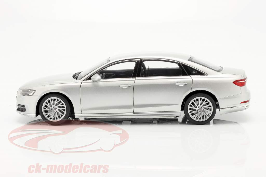 Audi A8 L Baujahr 2018 silber metallic 1:18 Norev