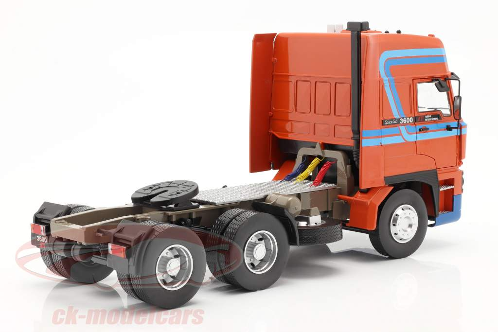 DAF 3600 SpaceCab un camion Année de construction 1986 Orange / bleu 1:18 Road Kings