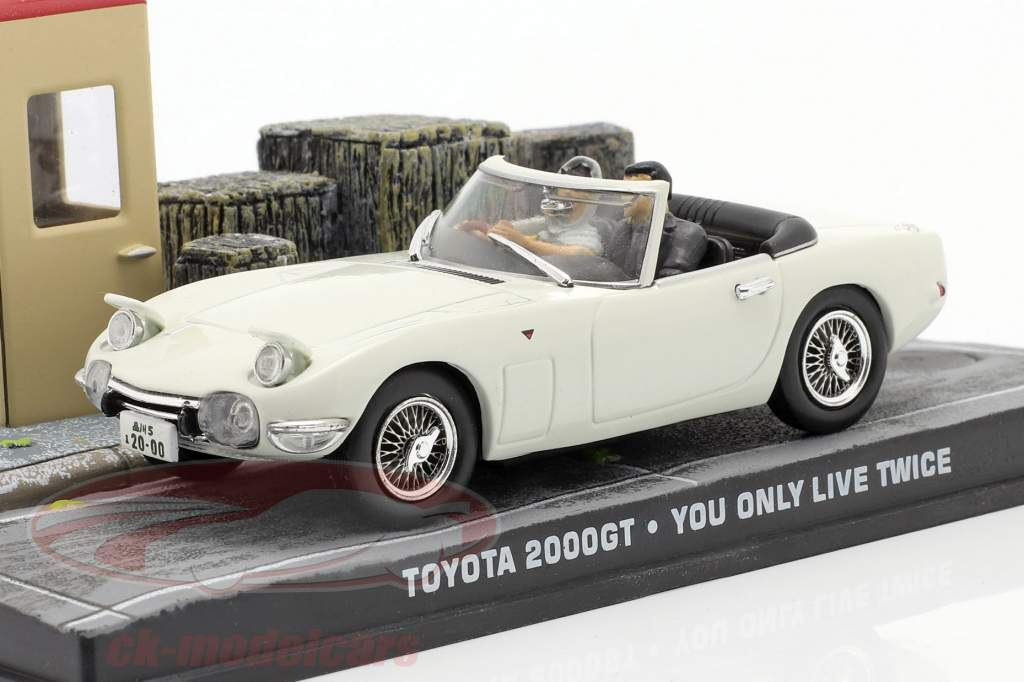 Toyota 2000GT James Bond You only live twice (1967) Avec personnages 1:43 Ixo